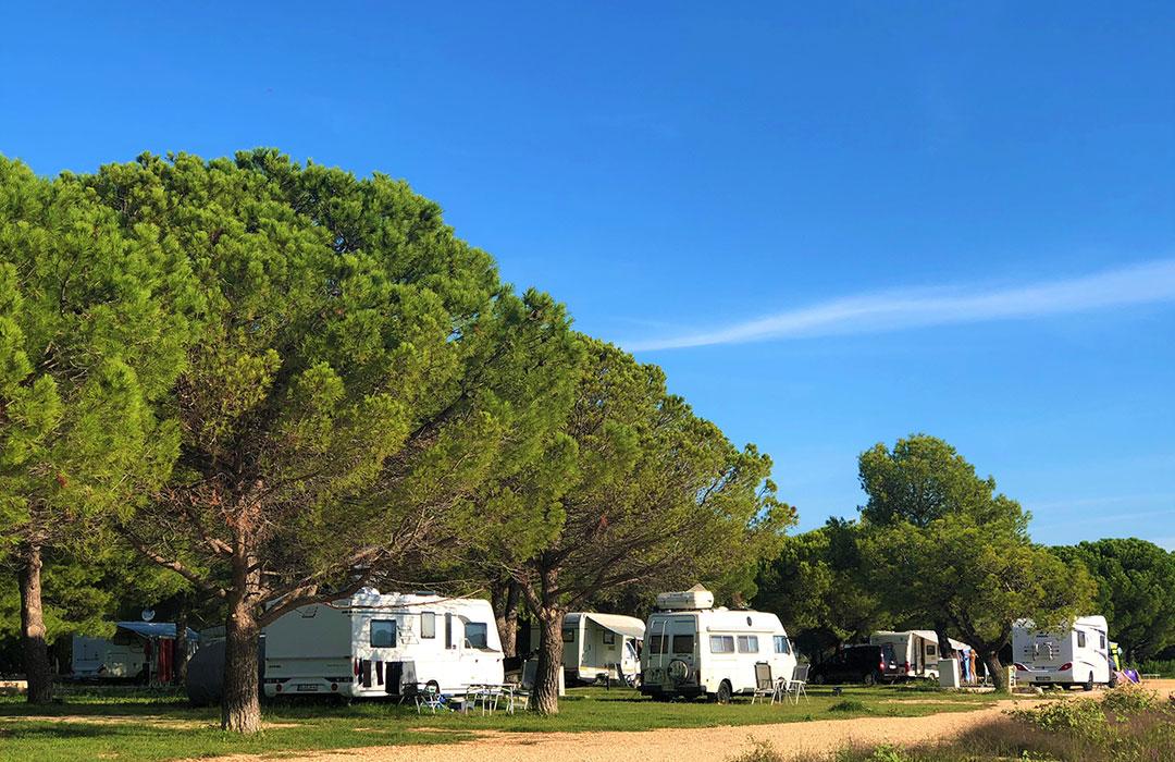 Kamp Vransko jezero Crkvine Pakoštane Biograd Dalmacija - kampiranje Pakoštane
